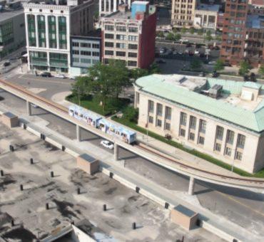 People Mover Detroit aus der Luftperspektive