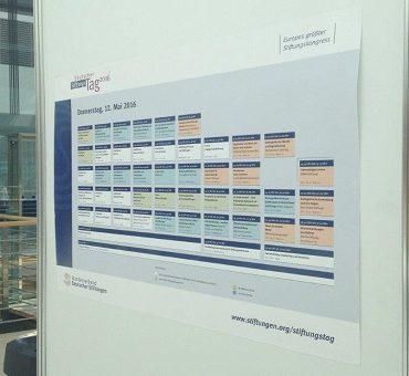 Tafel mit Programm des Deutschen Stiftungstags