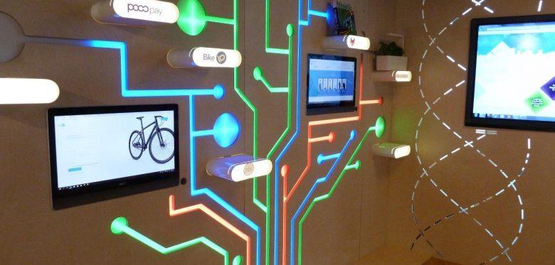 Das Foto zeigt digitale Informationsvermittlung.