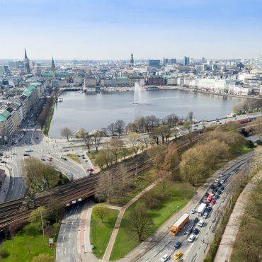 Blick auf die Binnenalster in Hamburg. Foto von einer Drohne.
