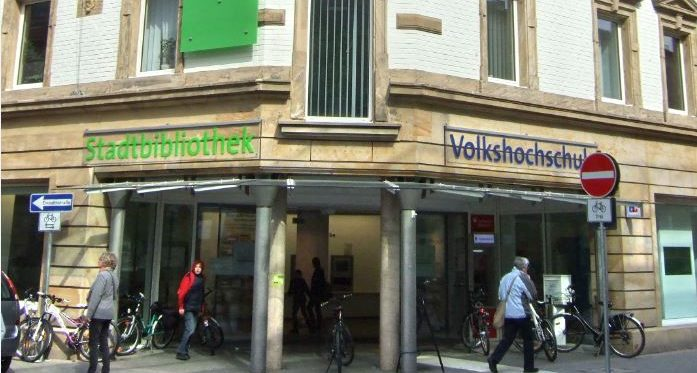 Stadtbibliothek und Volkshochschule in einem Gebäude inin Bayreuth