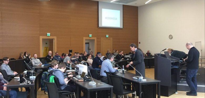 Blick auf den gut gefüllten Ratssaal der Stadt Moers beim Hackday Moers 2018